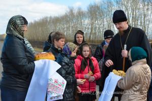 Учащиеся Паревской школы встречают Владыку